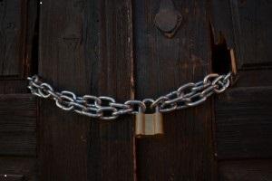 chains_lock_doors_221677